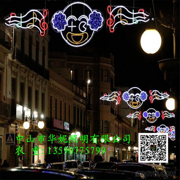 2d-motif-hanging-light-Across-Christmas-street