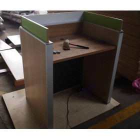 广州升降式屏风电脑桌厂家 博奥电动升降屏风考试桌定做
